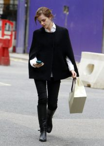 emma-watson-street-style-shopping-around-bond-street-in-central-london-december-2013_7